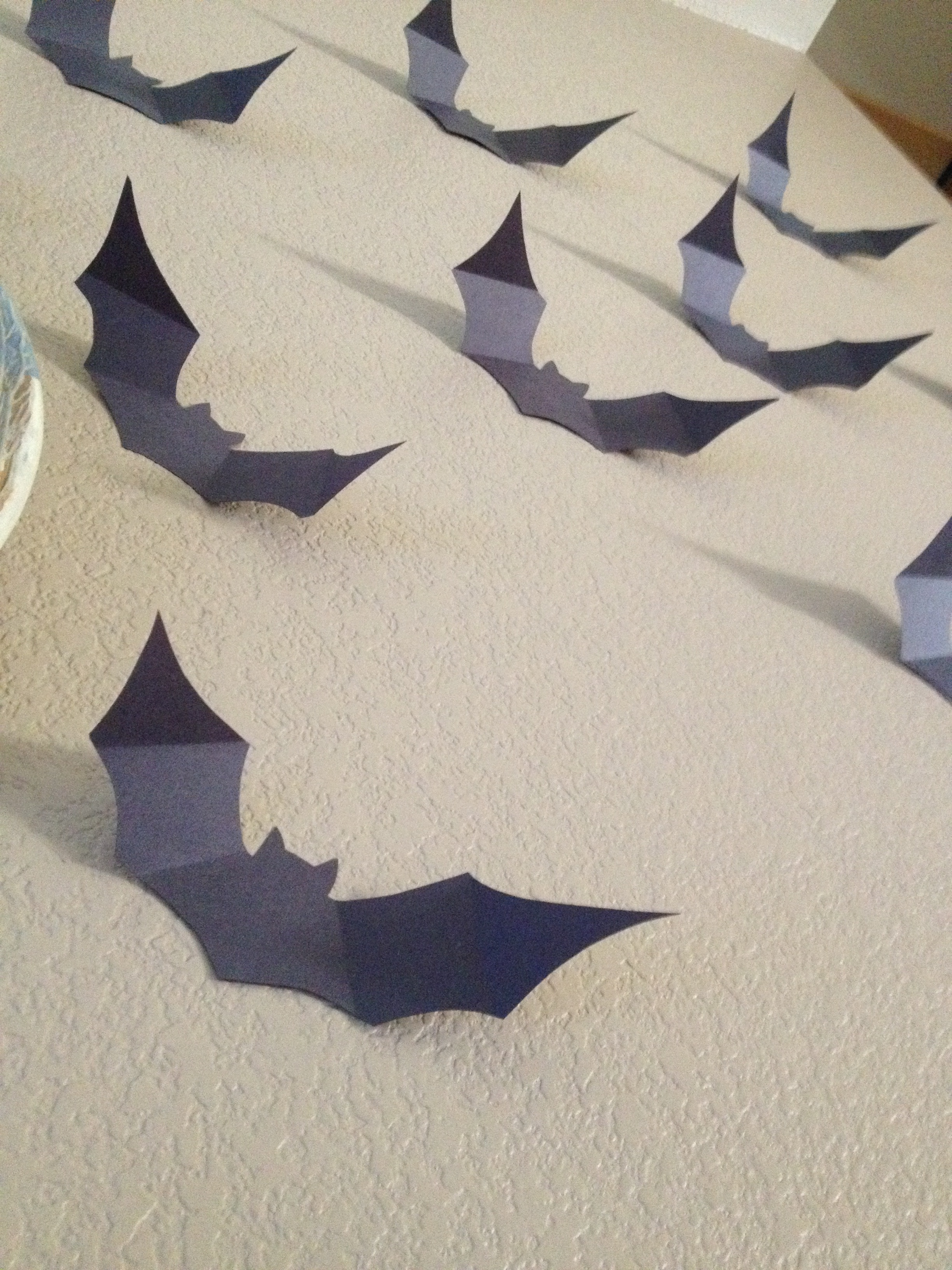 halloween crafts | paper bat wall for free | courtney's craftin&cookin